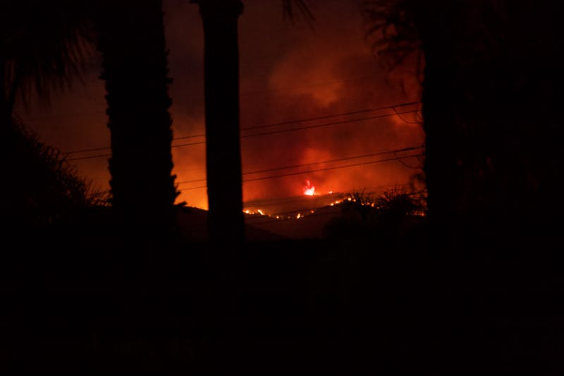 Apple Fire California 2020, picture of the fire in the dark.